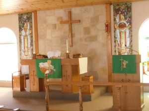 Word (pulpit) and Sacrament (altar) focus